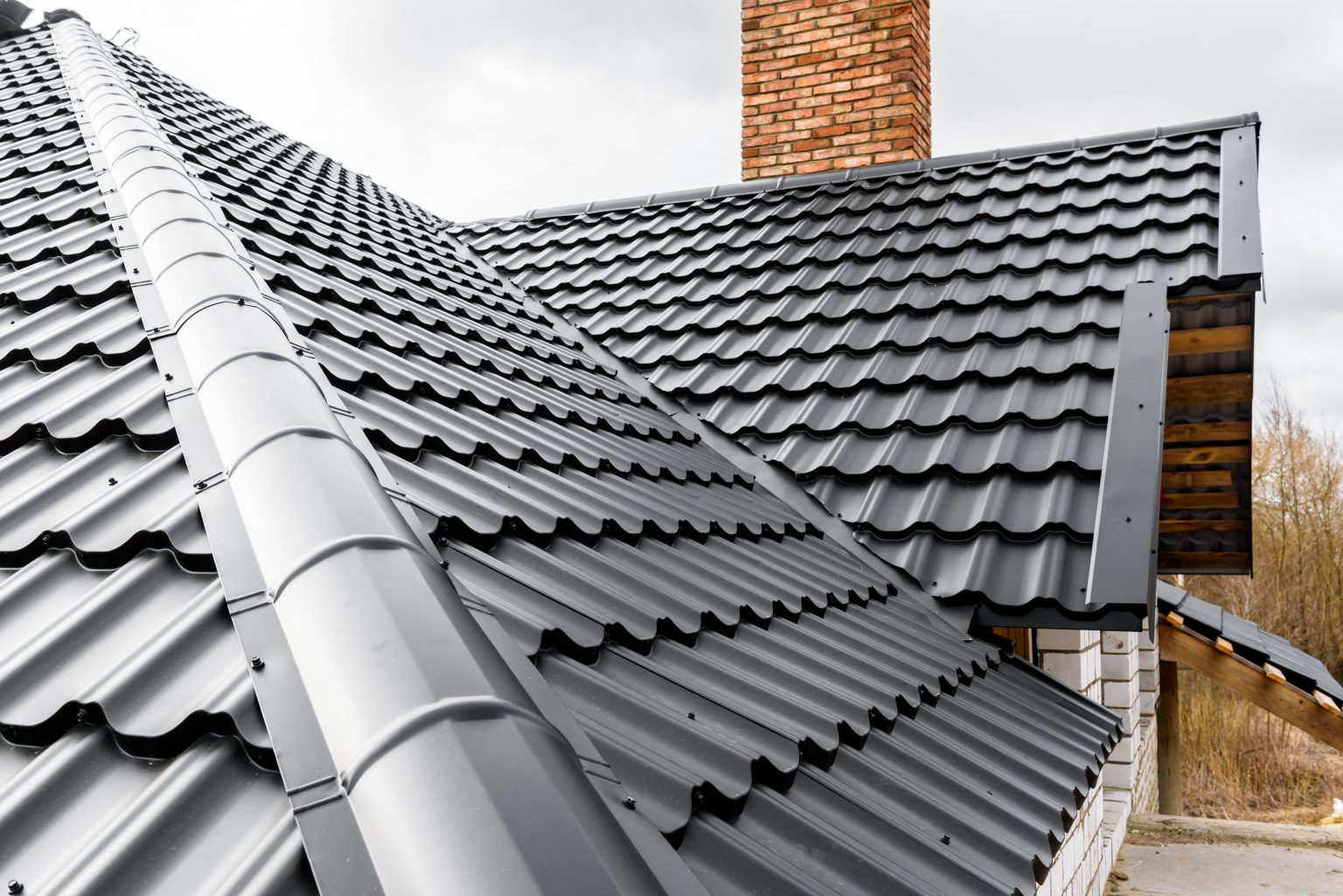 Construction of the roof of the house. Metal tiles.